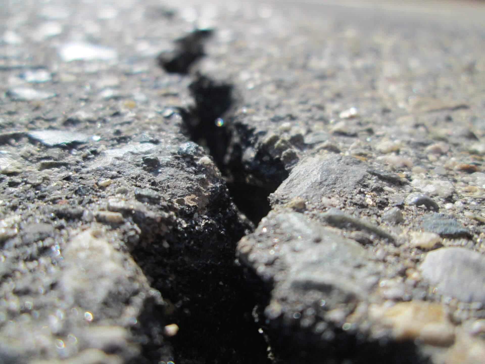 asphalt crack fissure divide