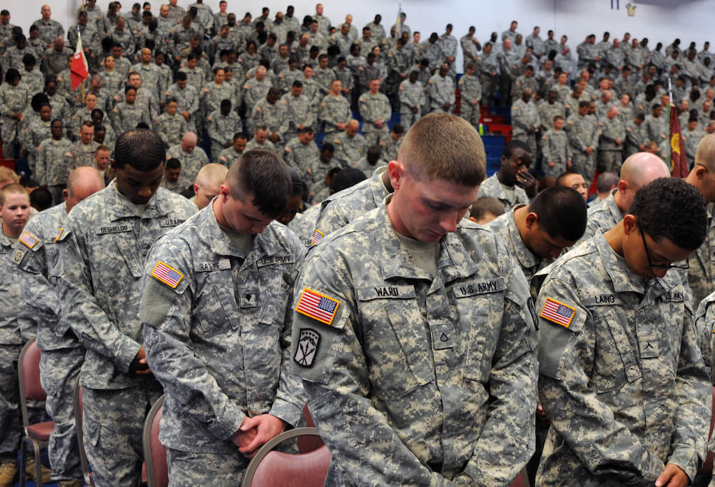 US Soldiers Bow For Prayer